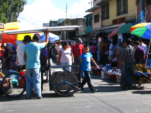 Mercado en calle Guatemala